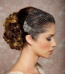 Menyasszonyi frizura kalitaka fátyollal1 , Bridal hairstyles with birdgage veil 1 Forrás:http://www.etsy.com