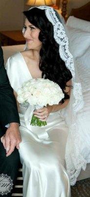 Menyasszonyi frizura mantilla fátyollal 25 , Bridal hairstyles with mantilla veil 25 Forrás:http://www.etsy.com