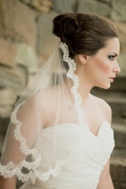 Menyasszonyi frizura mantilla fátyollal 9 , Bridal hairstyles with mantilla veil 9 Forrás:http://www.etsy.com