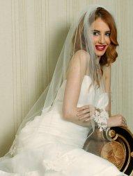 Menyasszonyi frizura ujjhegyig érő fátyollal 24 , Bridal hairstyles with fingertip veil 24 Forrás:http://www.etsy.com