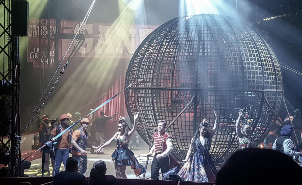 performers for gandeys circus around the metal cage