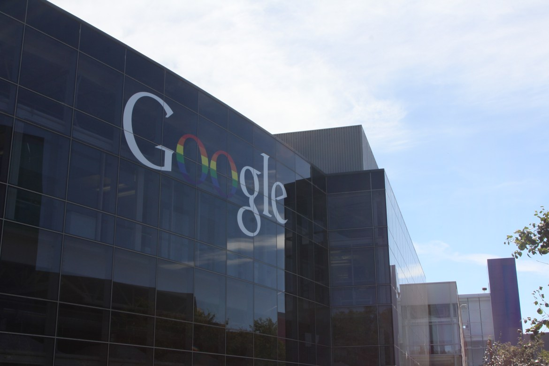 Facebook 與 Google 等公司要求員工上班之前疫苗要打好打滿