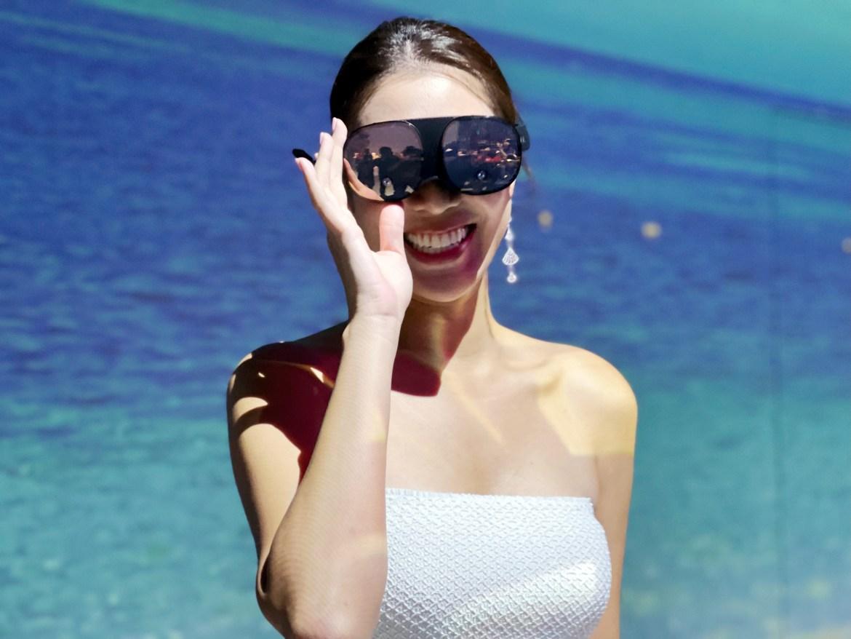 HTC VR眼鏡VIVE Flow初體驗:可以手機投影追劇、比中杯奶茶還輕
