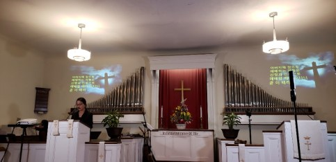 여선교회 헌신예배를 드리시겠습니다..