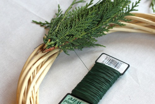 how to make a christmas wreath 2