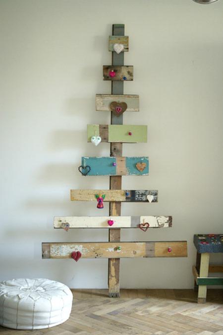 upcycle-eco-friendly-christmas-tree-fun-cute-rustic-decoration-idea-wood