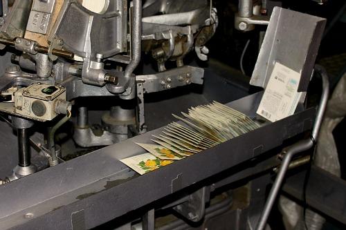 seed packet machine