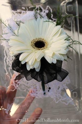 daisy boutonniere
