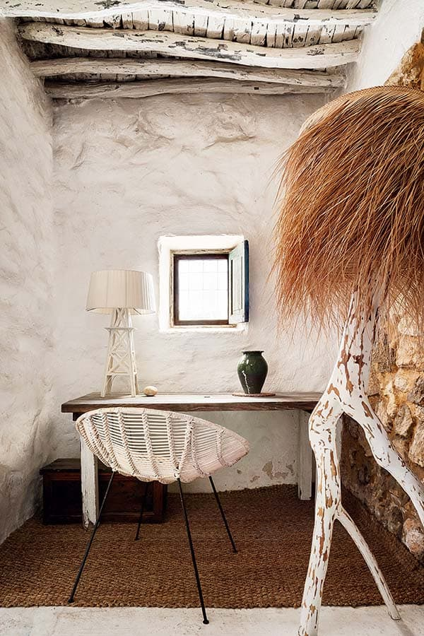 Stylishly designed 400 year old cave like house in ibiza for Ibiza classic house