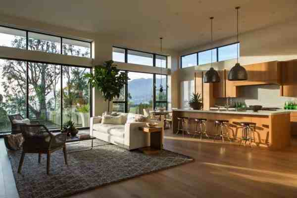 featured posts image for Luxurious modern home overlooking the Los Angeles skyline
