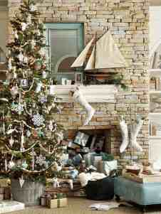 30 brilliant coastal chic christmas tree decorating ideas - Beach Style Christmas Decorations