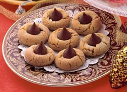 Hershey S Kisses Brand Chocolates Sweeten This Holiday Season