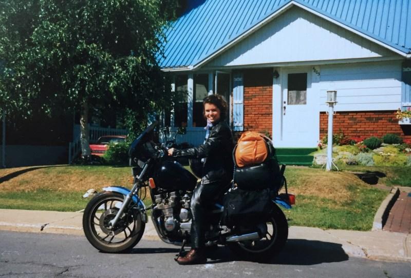 Oneland - Caroline PaulHus - seule a moto 1