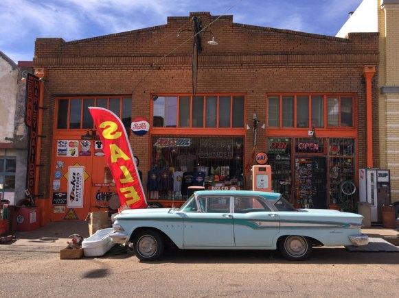Arizona Thunder Shop, Alex Métier