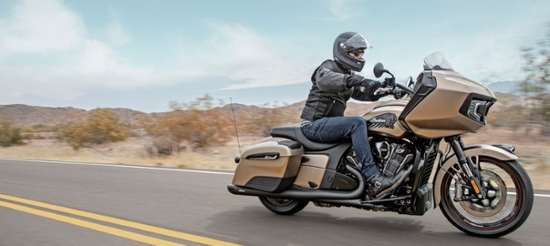 oneland salon moto quebec montreal INDIAN CHALLENGER DARK HORSE