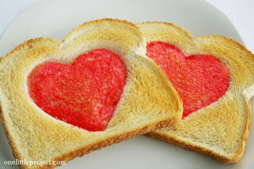 30+ Healthy Valentine's Day Food Ideas - Valentine's Day Heart Toast