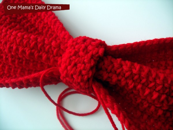 Big red crochet bow tutorial - Perfect for a Kiki's Delivery Service costume | One Mama's Daily Drama