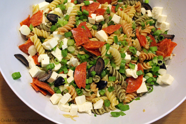Pepperoni pizza pasta salad recipe | Quick and easy summer cookout side dish in 30 minutes or less