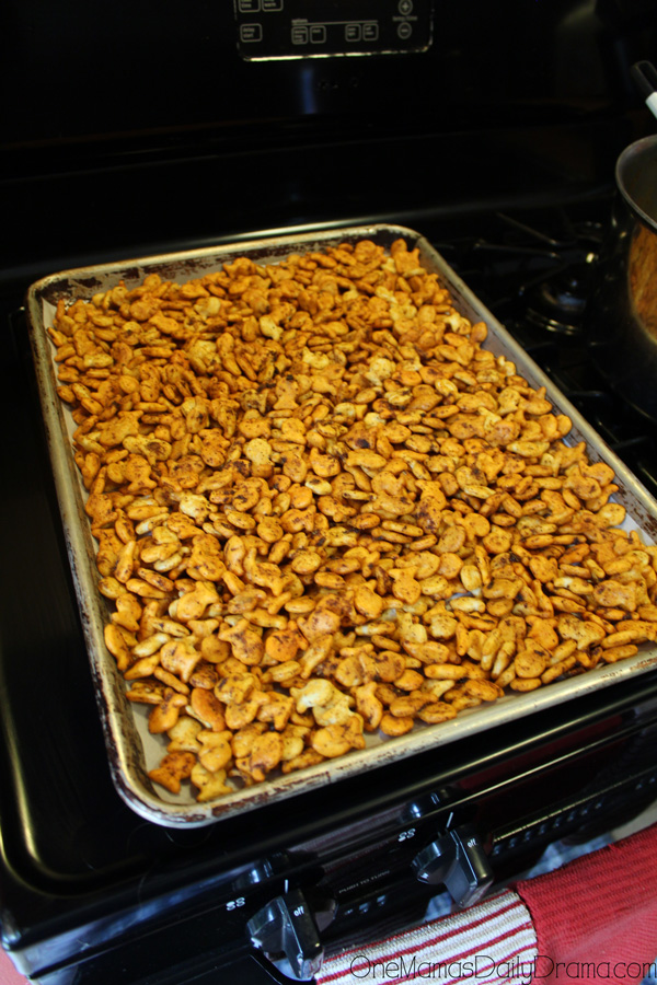 Cheesy taco Goldfish snack mix step 5