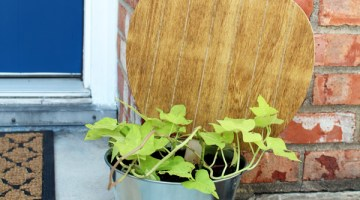 Fall porch decor: pumpkin planter, wreath, & garland