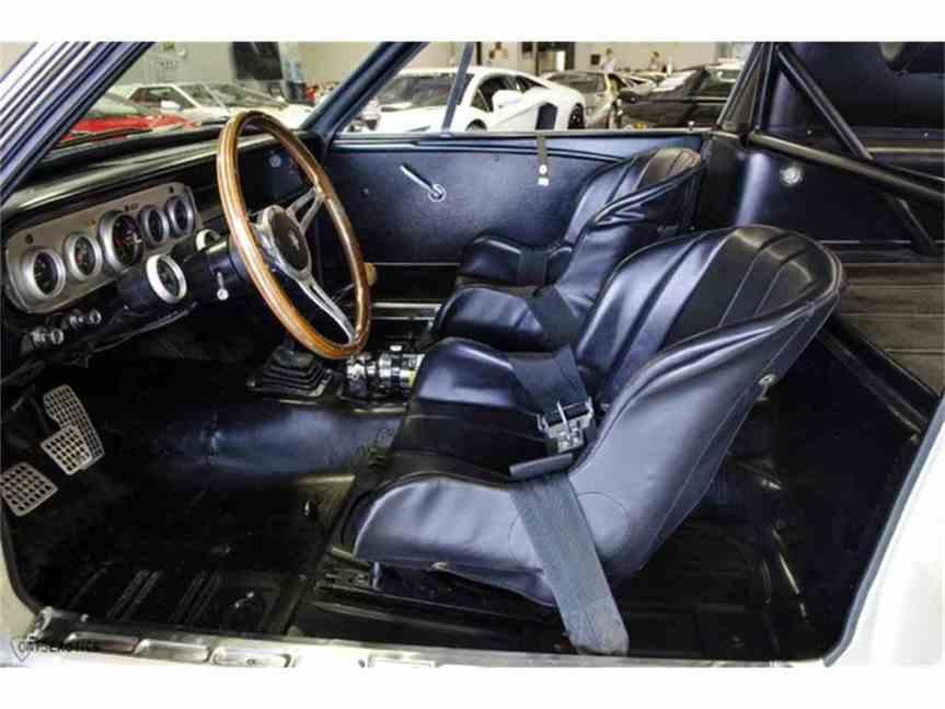 gt350 inside