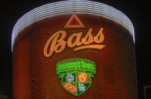 Hennesseys Tavern HDR