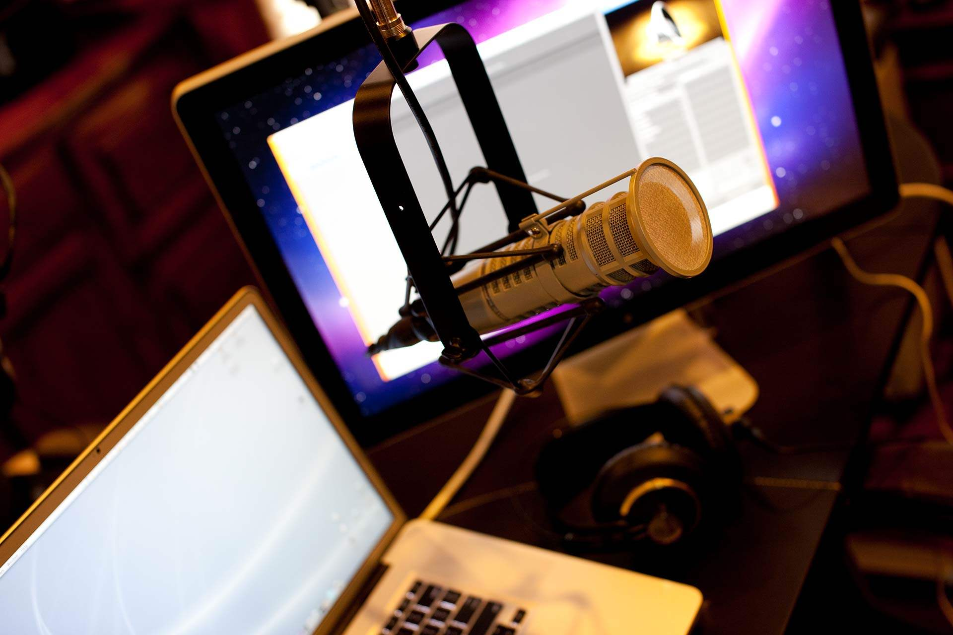Mac Podcasting 101 Garageband Skype And The Behringer Xenyx 1202fx Studio Live Recording Setup 2010 Although Were Constantly Improving Updating Method Of Wealth Nation I Spent Day Going Through Setting Up A New Configuration