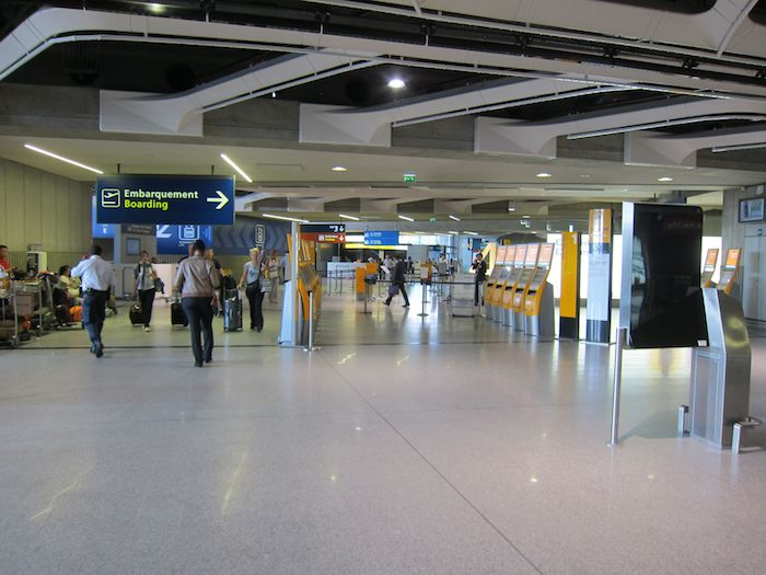 Review ICARE Lounge Paris Charles de Gaulle  One Mile at a Time