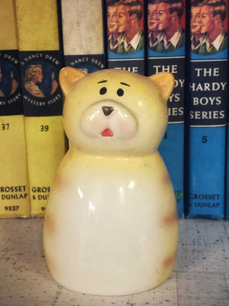 Yellow Critter: An Afternoon of Antiques in Snohomish, Washington