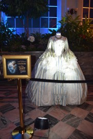 beauty-and-the-beast-exhibit-garderobe-costume-1