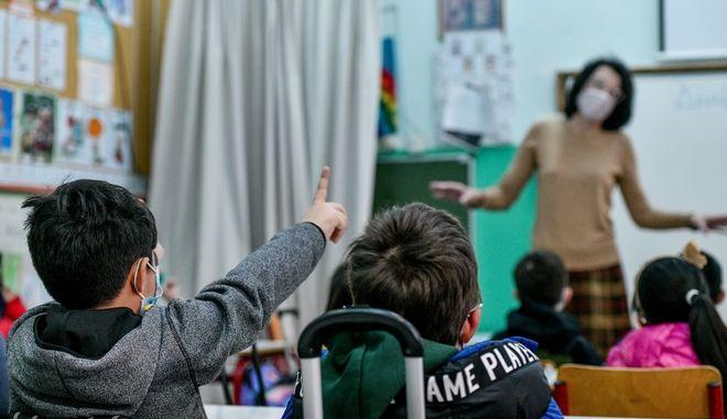 Πότε ανοίγουν όλα τα σχολεία τελικά: Τι θα γίνει με self-test σε Δημοτικά, Νηπιαγωγεία
