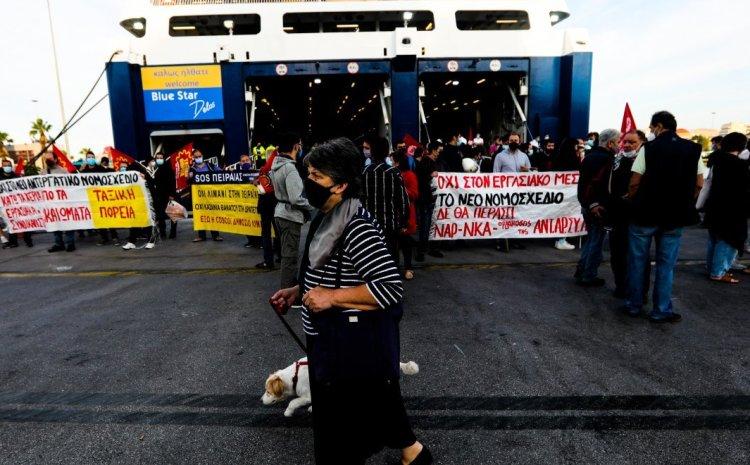 Πειραιάς: Ανεστάλη η απεργία στα πλοία