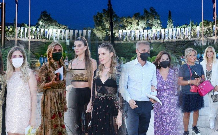 Dior: Μάγεψε η λαμπερή επίδειξη στο Καλλιμάρμαρο – To φόρεμα που επέλεξε η Μαρέβα Μητσοτάκη