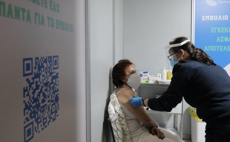 Κορονοϊός: Τα μπόνους στους εμβολιασμένους που μελετά η κυβέρνηση
