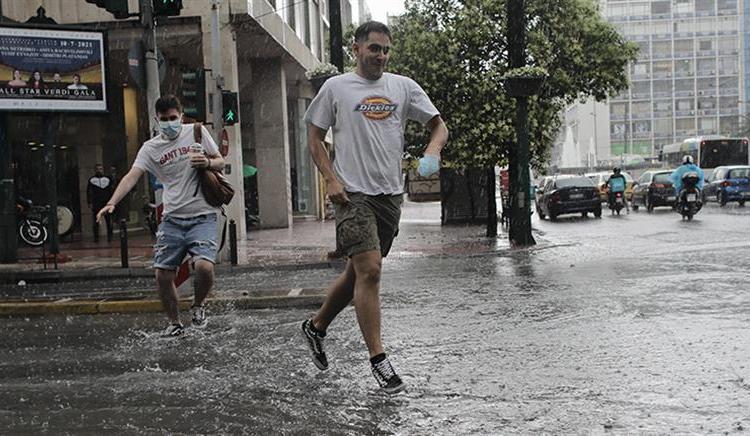 Ψυχρή Λίμνη: Χτυπάει τη χώρα με βροχές και καταιγίδες – Μαρουσάκης: Προσοχή Δευτέρα και Τρίτη