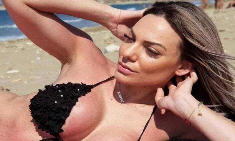 Κόλαση η Ιωάννα Μαλέσκου: Αναστάτωσε με καυτό στρινγκ και μπικίνι κάτω από το ντουζ!