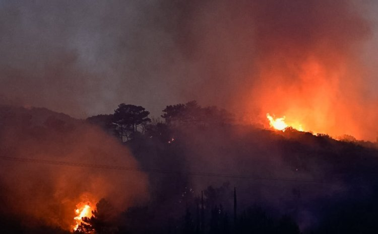 Φωτιά στη Σάμο: Ολονύκτια πύρινη κόλαση – Έστειλε SMS το 112