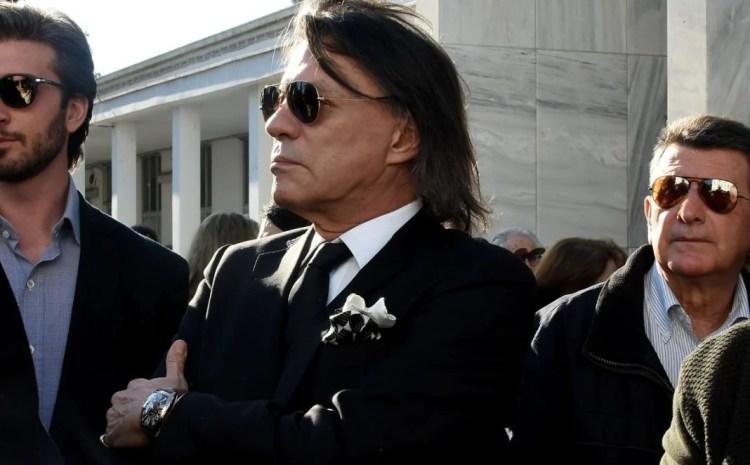 Ο Ηλίας Ψινάκης τήρησε την υπόσχεση που έδωσε στον Τόλη Βοσκόπουλο για την κηδεία του
