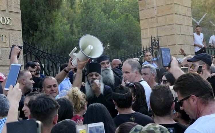Κύπρος: Δώδεκα τραυματίες αστυνομικοί από τα επεισόδια από αρνητές της πανδημίας