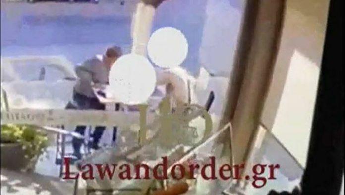 Ζωγράφου: Βίντεο σοκ από την αιματηρή επίθεση με ματσέτα. «Περίμενα 1μιση ώρα το ασθενοφόρο» [video]