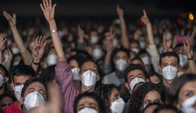 Νέα μέτρα απελευθέρωσης για πλήρως εμβολιασμένους: Ανακοινώσεις, έξαλλοι οι ανεμβολίαστοι [video]