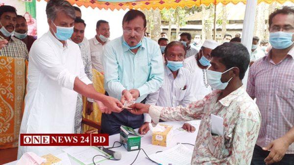 পাকুন্দিয়ায় প্রধানমন্ত্রীর ঈদ উপহার পেলেন ১৫৪০জন
