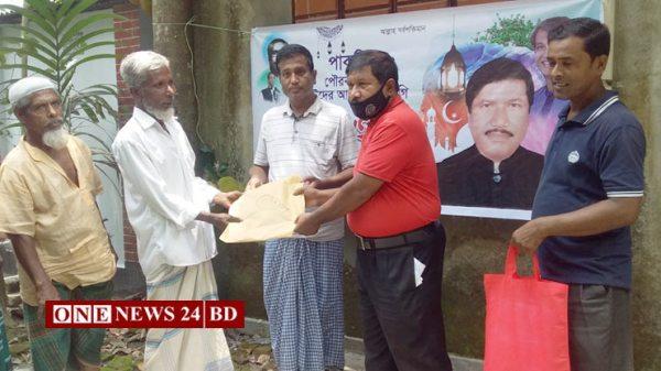 পাকুন্দিয়ায় ২৫০জনকে ঈদ উপহার দিয়েছেন সমাজসেবক বোরহান উদ্দিন