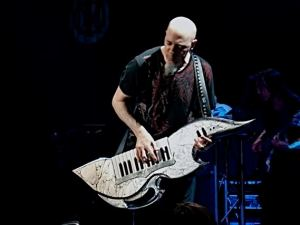 Note: This is the only cool Keytar player ever.