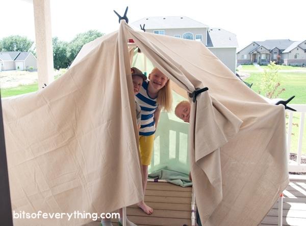 DIY Fort Kit for Kids ~ Great for indoor or outdoor use! #DIY #craftforkids #kidscraft #familyfun #fort #diyfort #summerfun #rainydayfun #pvcpipe