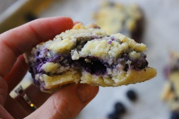 Easy Blueberry  Bars - to take away the winter blues! | @foodapparel