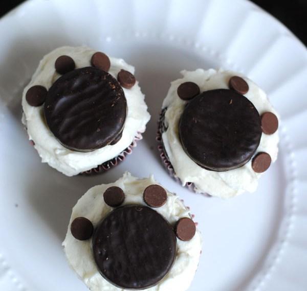 Paw print puppy cupcakes