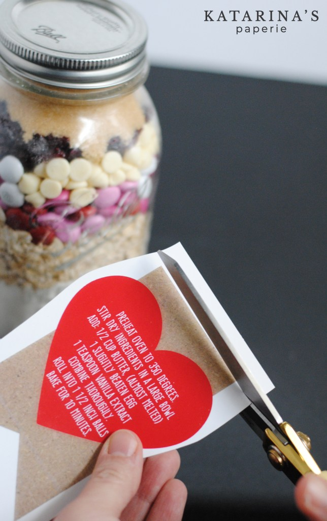 Free printable labels for Valentine's Day cookies in a jar mix by Katarina's Paperie.