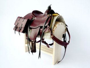 Mahogany saddle with saddlebags