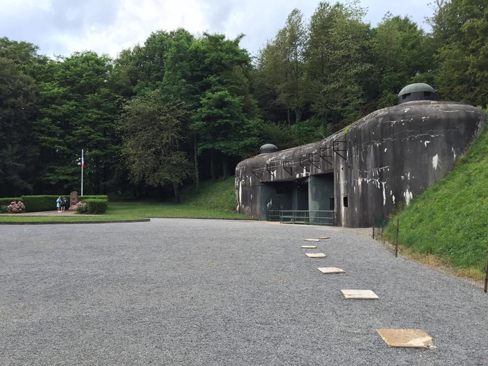 Midt ude i en skov ligger indgangen til fæstningen, som kan få det til at løbe koldt ned af ryggen.